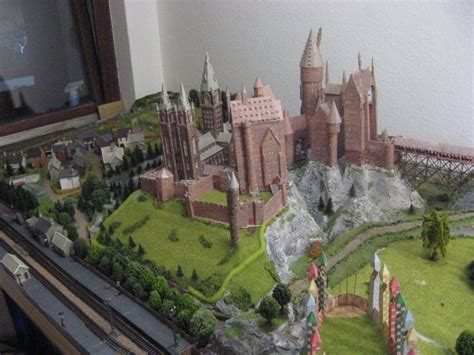 Hogwarts Castle Papercraft - amazing papercraft this person has recreated harry s