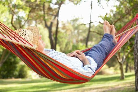 entspannt liegen entspannung finden im stehen sitzen liegen