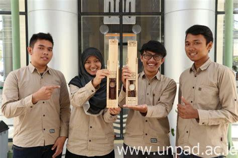 Jam Ukir Nama Motif Wedding hasa jam tangan kayu bermotif batik siap bersaing di pimnas 2015 universitas padjadjaran