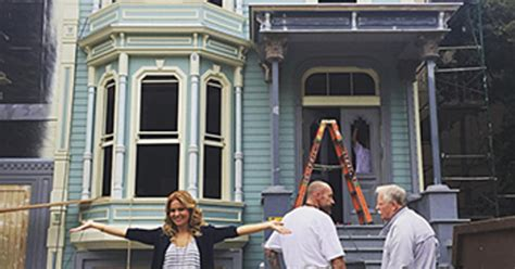 full house set candace cameron bure reveals fuller house s home exterior on set pic us weekly