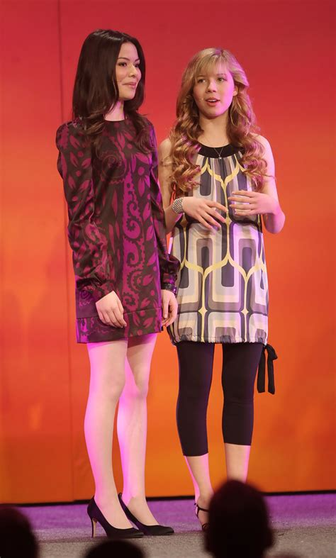 miranda cosgrove jennette mccurdy hit nyc with icarly icarly miranda cosgrove in nickelodeon 2008 upfront presentation