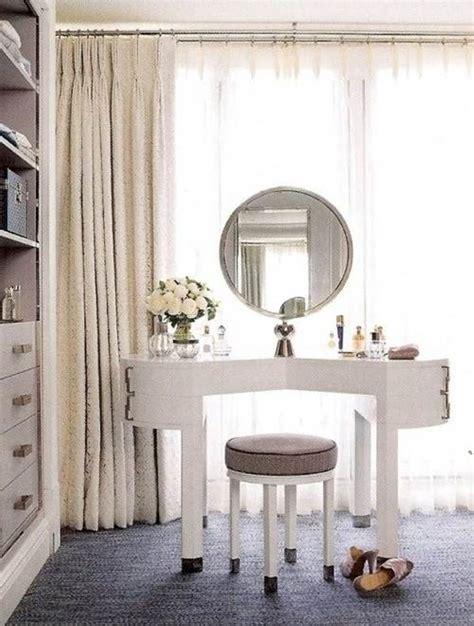 Mid century bright master bedroom design on dark grey flooring base