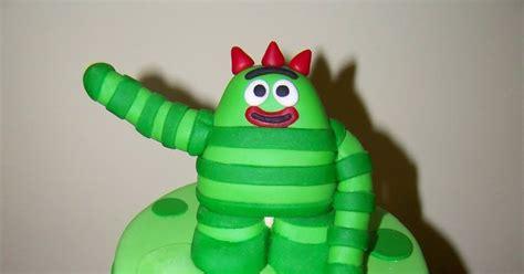 brobee yo gabba gabba cakes by kristen h brobee yo gabba gabba cake