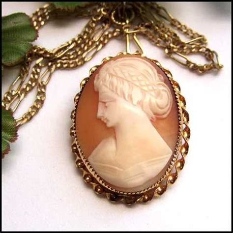 antique cameo brooch or pendant 12kt gold carved sardonyx