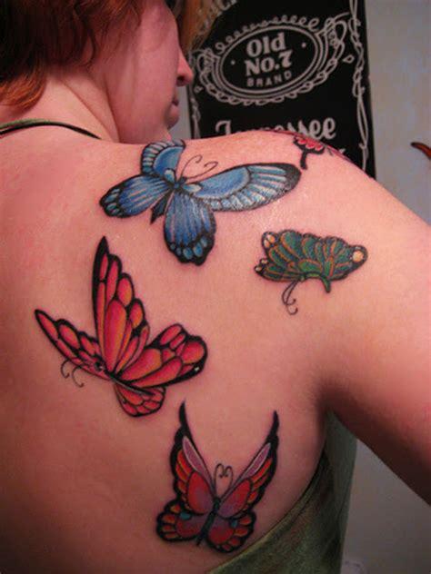 Kalla Top Mo tatouage 233 paule et omoplate papillon