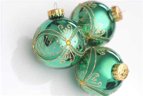photo of green christmas balls free christmas images