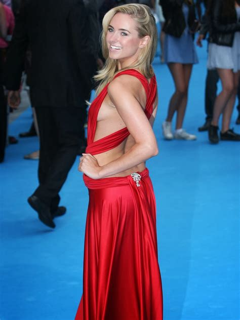 Kimberley Garner Red Hot Side Boob At Quot We Re The Millers