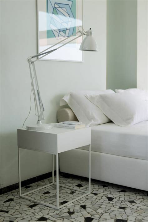 Atractiva  Mesitas De Noche Diseno Modernas #4: Mesillas-modernas-color-blanco.jpg