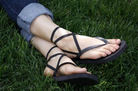 make flip flops more comfortable comfortable diy strappy flip flops shelterness