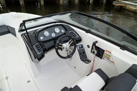 Helm Sepeda Tomount larson lxh 190 luc makes bowriders lucky boats