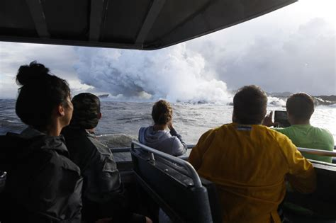 lava boat tour accident lava crashes through roof of hawaii tour boat injuring 23