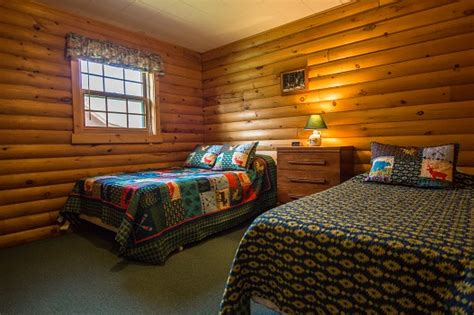 what hotel chains have 2 bedroom suites deer cabin two bedroom sleeping loft michigan fishing