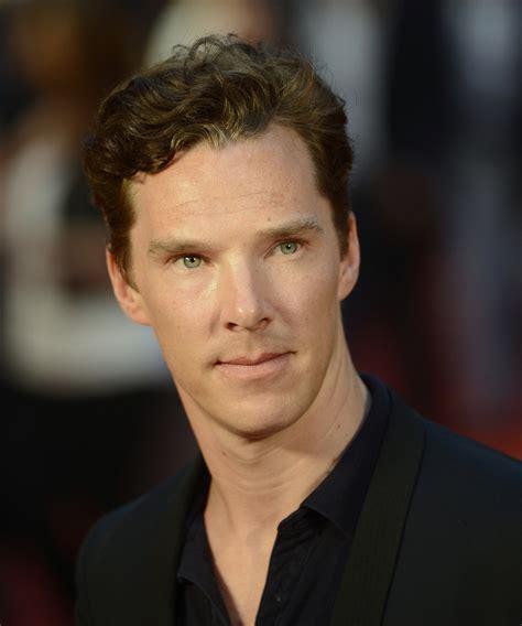 benedict cumberbatch confirmed to play julian assange in