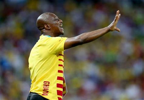 report ghana coach kwesi appiah to name new captain for black stars video ghana coach kwesi appiah makes first statement over