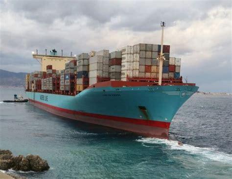 capitaneria porto messina mercantile si incaglia nello stretto soccorso dalla