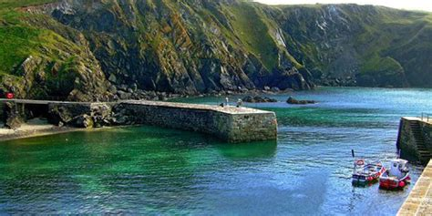 Cornish Cottages Mullion by Cottages In Mullion Lizard Peninsula Cornwall