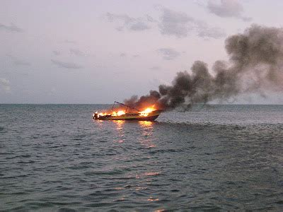house boat explodes diving boat explodes and burns at victoria house san