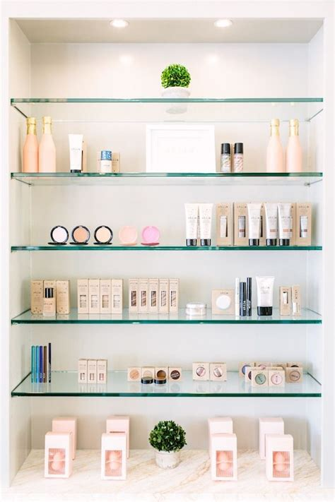 Retail Shelf Display by 25 Best Ideas About Retail Display Shelves On