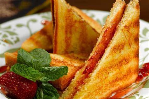 membuat roti bakar selai strawberry 15 resep roti bakar special enak coklat keju strawberry