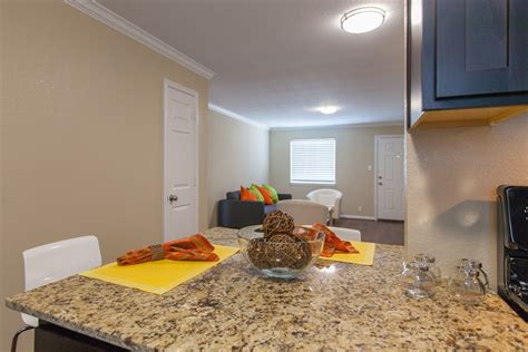 Three Bedroom Apartments Houston by Renting A 3 Bedroom In Apartment In Houston