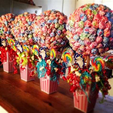 Circus Themed Baby Shower Decorations by Best 25 Carnival Centerpieces Ideas On Circus