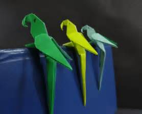 Folded Paper Birds - origami bird tutorial on how to fold an origami paper