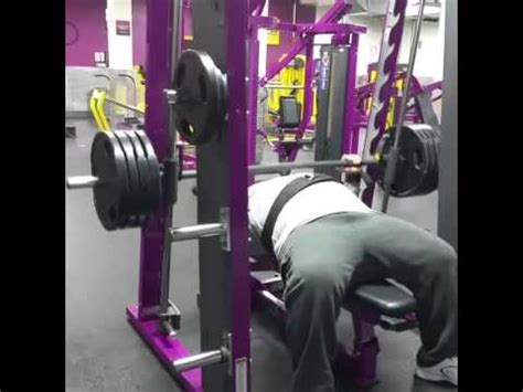 planet fitness bench press 385pds bench press up in planet fitness bushwick youtube