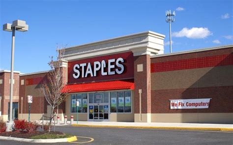 staples to start selling apple products in u s executive says u