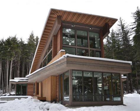 vacation home brings modern style  alaska setting