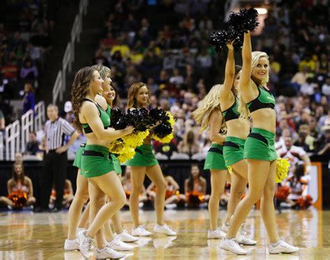oregon ducks football cheerleaders 2013 oregon ducks cheerleaders photos sweetest 16
