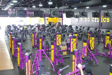 planet fitness locker room planet fitness cancels s membership after she reports transgender in locker room
