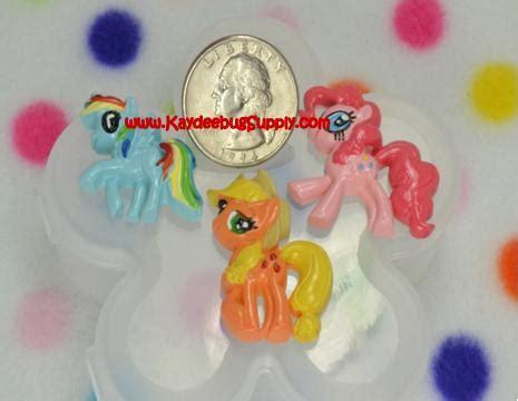 Resin Flat Rainbow Dash my pony black background 1 inch