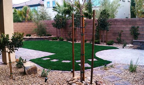 dog friendly backyard landscaping doit yourself dog friendly backyard landscaping pictures