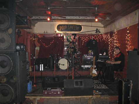 Bar With Stage File Mapleleafbarstagejan07 Jpg Wikimedia Commons