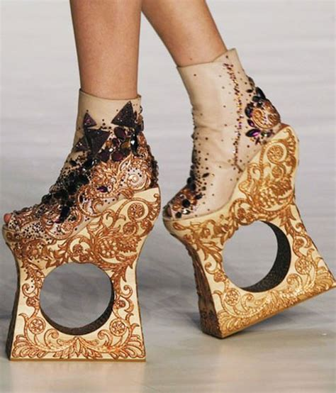 lade di design 20 pictures of gaga in high heels boots shoes