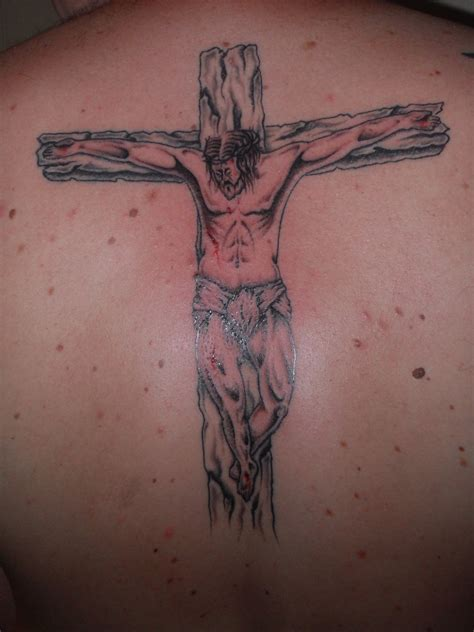christ on the cross tattoo jesus cross back by ashtonbkeje on deviantart
