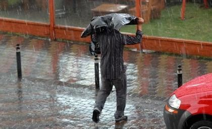 imagenes fuertes ecuador fuertes lluvias preocupan a habitantes de quito y cuenca