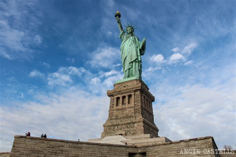 el pedestal de las estatuas c 243 mo visitar la estatua de la libertad y subir a la corona