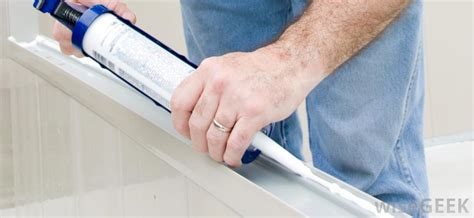 how to apply bathtub caulk what are the best tips for caulking a bathtub with pictures