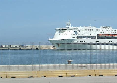 cronaca porto torres porto torres uomo si lancia in mare dalla nave tragedia