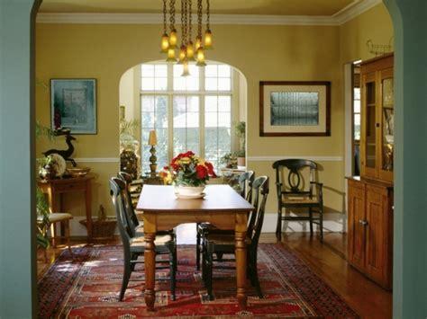 Formidable Modele De Salle A Manger En Bois #1: 3pinture-salle-%C3%A0-manger-jaune-modele-salle-%C3%A0-manger-petite-am%C3%A9nag%C3%A9e-avec-des-meubles-en-bois-tapis-oriental.jpg