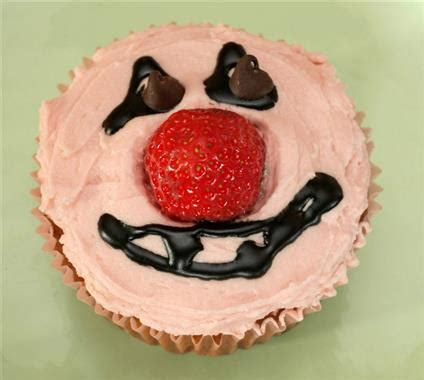 Cupcakes Momma Strawberry Std Per 25pcs strawberry vanilla cupcakes