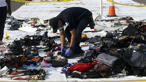 indonesia extends search for lion air crash victims bt