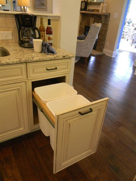 Waste Baskets For Kitchen Cabinets by 17 Best Images About Remmington On Wall
