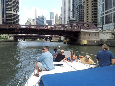 boat rental on the chicago river the fleet powerboat rentalspower boat rentals