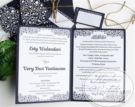 Kartu Undangan Pernikahan Hc 111 undangan warna biru dongker navy blue undangan pernikahan