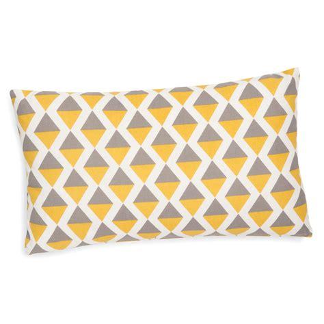 housse coussin jaune housse de coussin en coton grise jaune 30 x 50 cm sintra maisons du monde