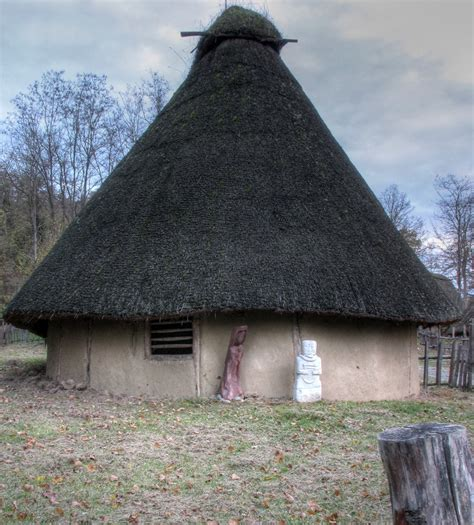 la hutte gauloise arch 233 osite gaulois de julien mapio net