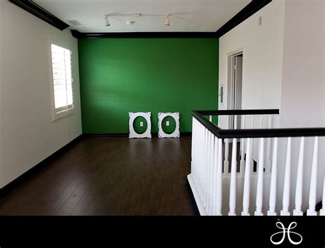 green accent wall what i m doing to the living room except with a red