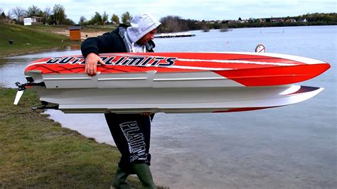 traxxas rc boat racing gigantic powerful rc powerboat speedboat hpr 233 130 kmh